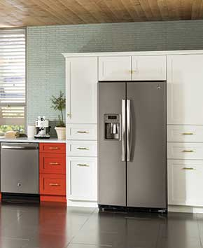 silver refrigerator and freezer